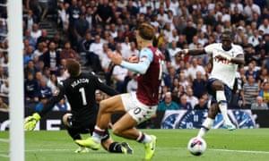 Moussa Sissoko of Tottenham Hotspur misses a chance.