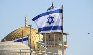 Israeli flag flying close to the Dome on the Rock in Jerusalem