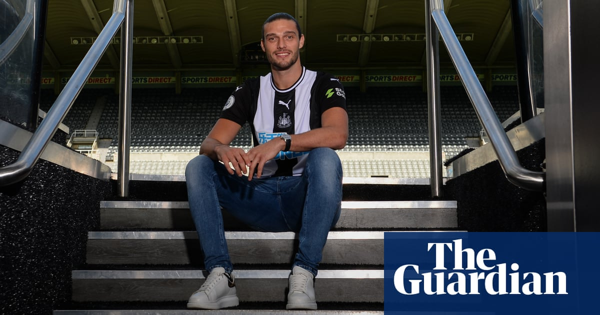 Steve Bruce relishes having 'local hero' Andy Carroll back at Newcastle