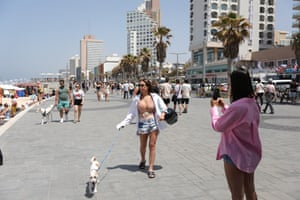 People without face masks enjoy the weather on the beach of Tel Aviv. Israel ends obligatory use of face masks outdoors starting from 18 April following a successful vaccination campaign, but it is still required to wear them indoors.