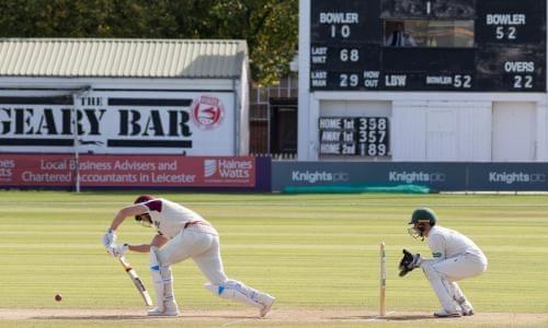 County cricket: Warwickshire v Essex, Gloucestershire v