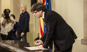 Carles Puigdemont signs the Catalan declaration of independence before suspending it for dialogue with Spain