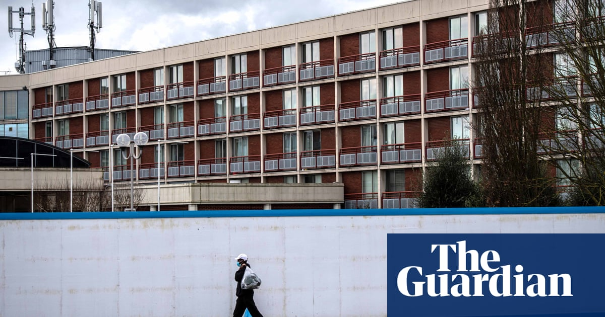 Home Office hotels for asylum seekers 'akin to detention centres' – report