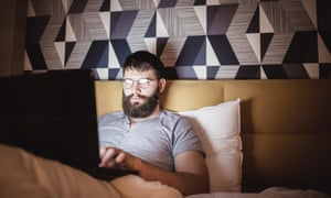 Men's average night-time online spend is higher than women.