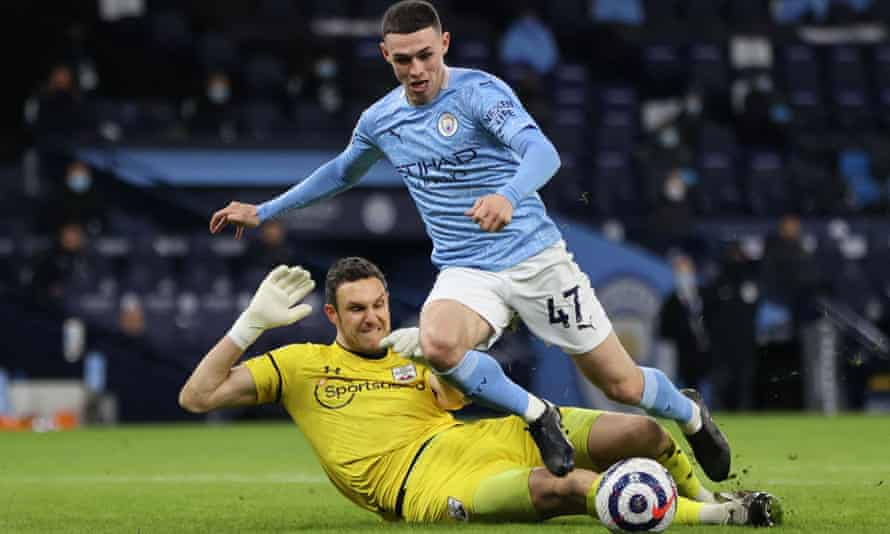 Alex McCarthy was adjudged to have not fouled Phil Foden.