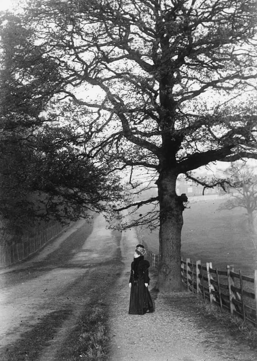 Alexandrine Zola, near the bottom of Hermitage Road, Upper Norwood, in November 1898.