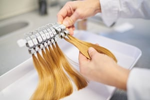 The efficacy of hair cosmetic products is tested.