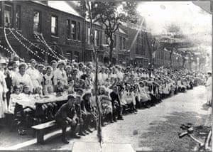 WWI street party Courtenay Road