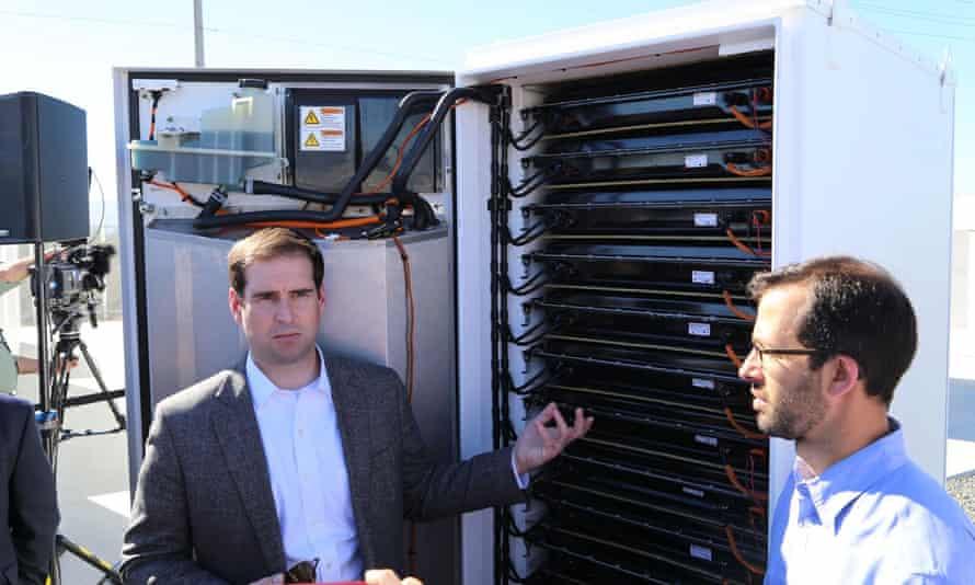 Tesla's CTO JB Straubel unveils the batteries.