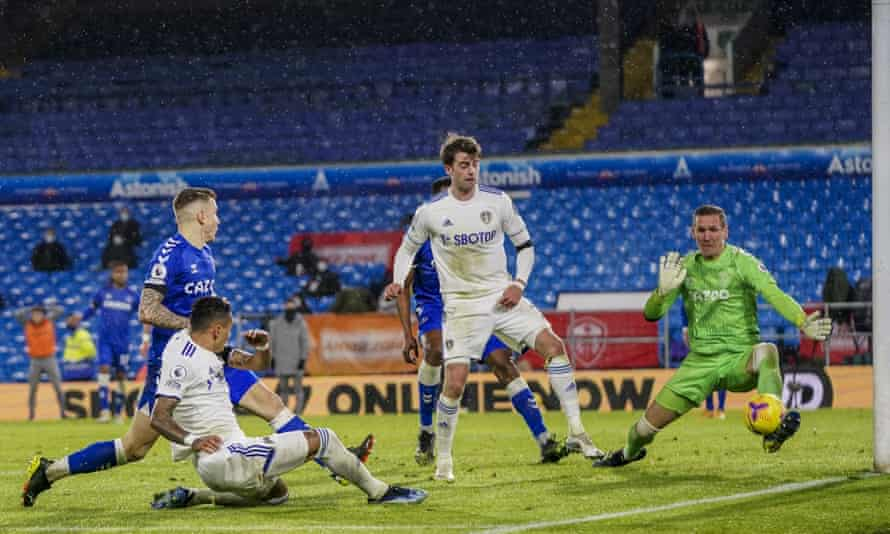 Robin Olsen in action for Everton during his loan spell last season.