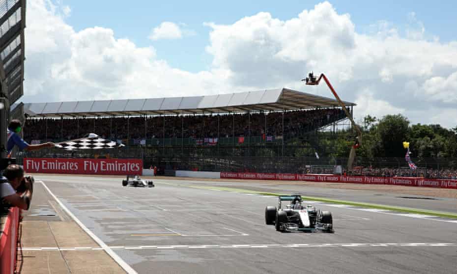 Lewis Hamilton wins the 2016 British Grand Prix at Silverstone