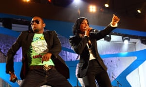 D'Banj is joined onstage by Destiny's Child's Kelly Rowland at the MTV Africa Music Awards in 2008