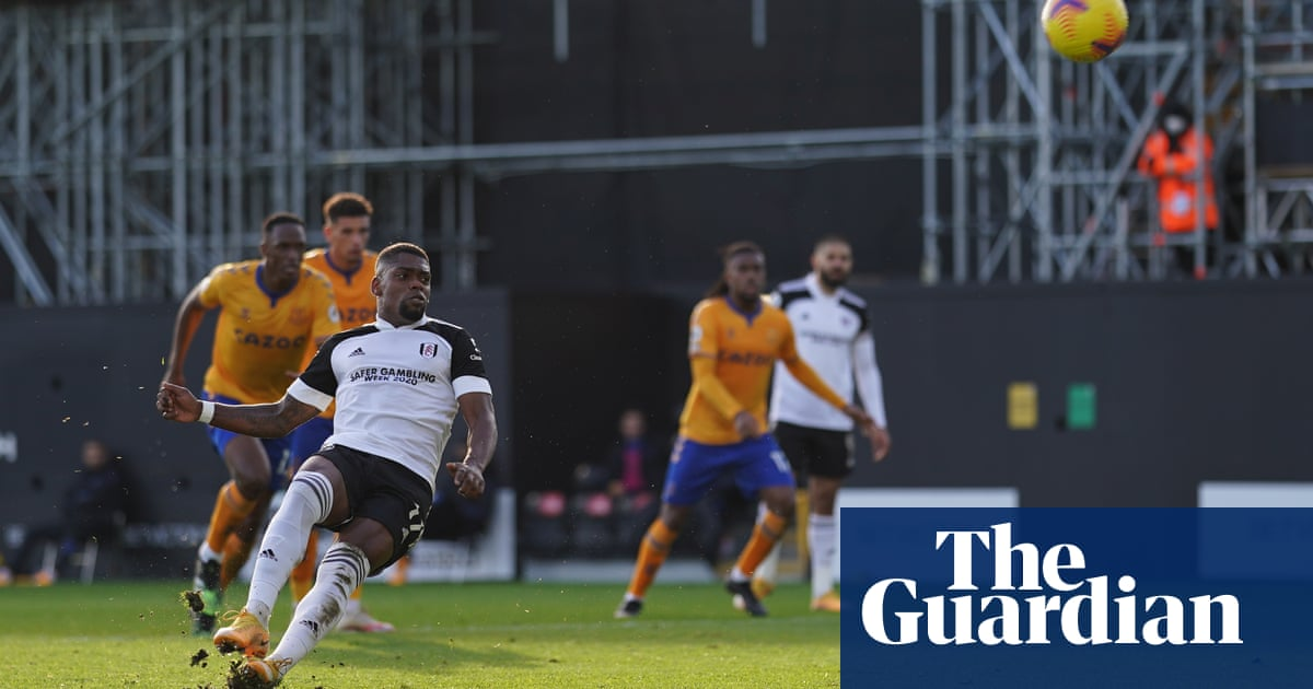 Everton hold on for win after Ivan Cavaleiros penalty miss costs Fulham
