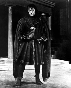 Alec Guinness as Richard III