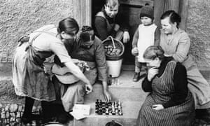 Ströbeck's villagers play their game.