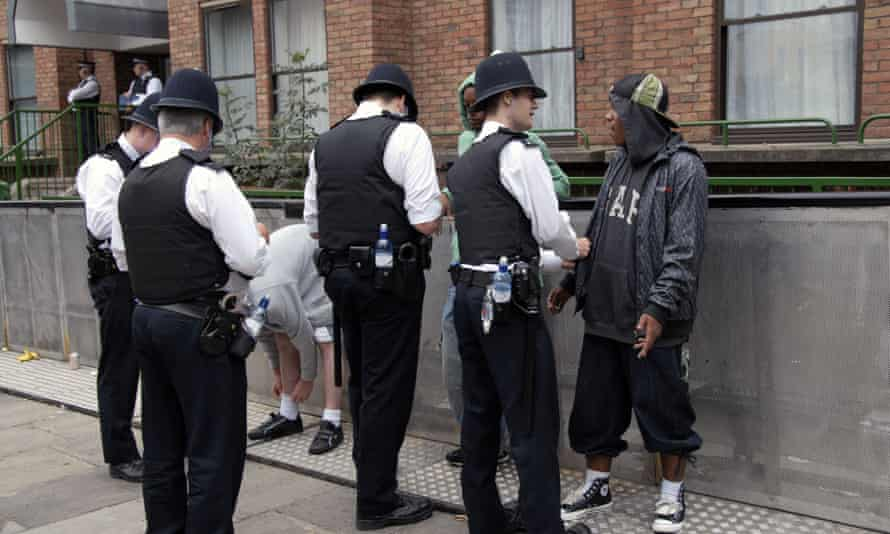 police stopping and searching young men at Notting Hill Carnival 2008