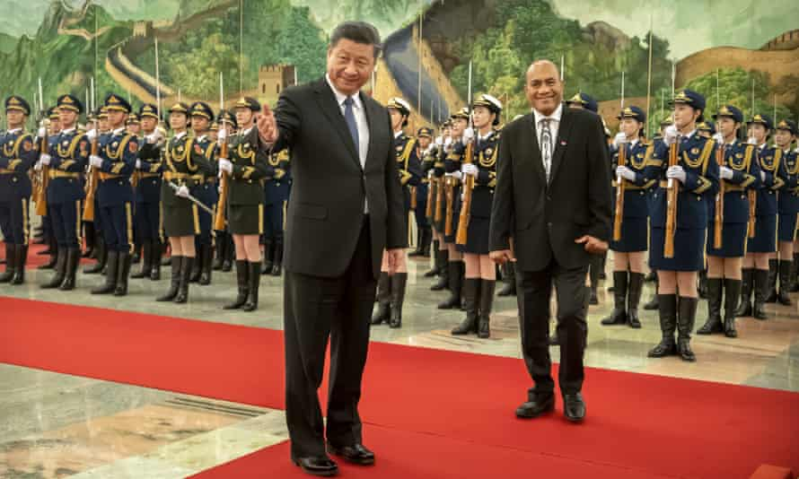 Xi Jinping and Kiribati's president Taneti Maamau during a welcome ceremony in Beijing