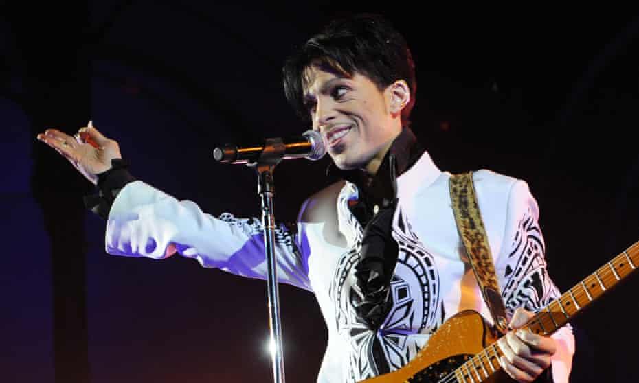 Prince performing in Paris in 2009.