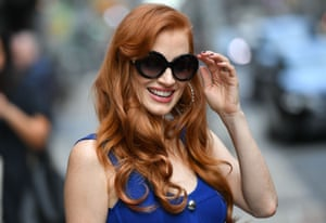 New York, USJessica Chastain stops to meet fans on the pavement before appearing on the TV show 'The Late Show with Stephen Colbert'.