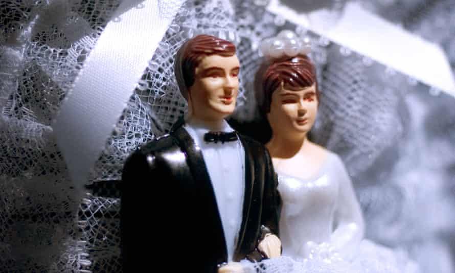 Plastic wedding cake figures