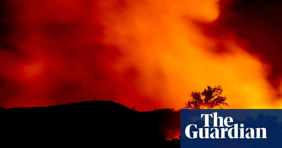 More than 700 firefighters battling wildfire spreading along California coast
