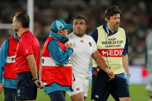 Sinckler leaves the field after being injured in tackling Mapimpi and colliding with Itoje.