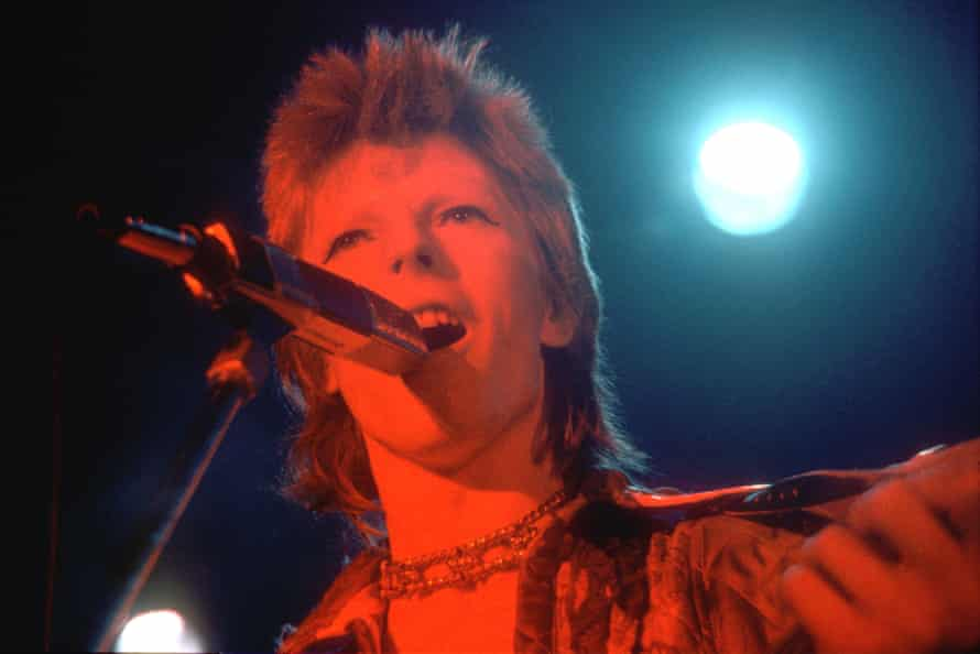 """Musician David Bowie performs onstage during his """"Ziggy Stardust"""" era in 1973 in Los Angeles, California."""