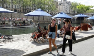 Pedestrians wearing protective face masks walk along the bank of the river Seine, Paris, 15 August 2020. France reported 3,310 new coronavirus infections in the past 24 hours, a post-lockdown high for the fourth day in a row.