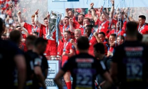 Saracens' Owen Farrell (centre) lifts the trophy with his team-mates as they celebrate winning the Gallagher Premiership Final.