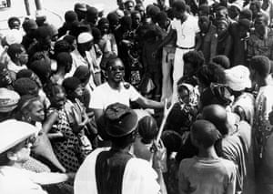 Sembène surrounded by extras on location, 1971