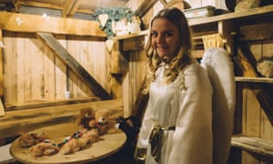 On Katschberg's advent trail there is a series of huts with surprise entertainment within – such as storytellers, musicians and food and drink.