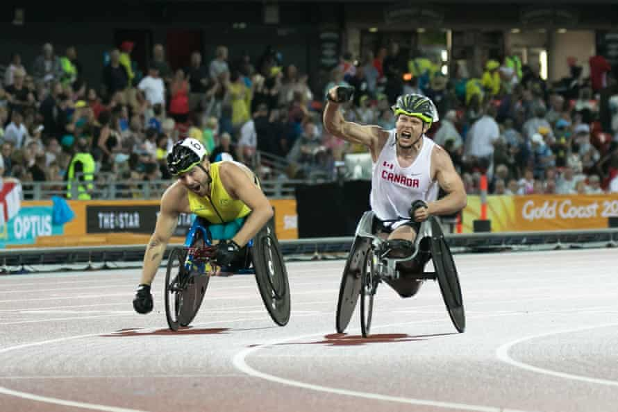 Alexandre Dupont finishing first with Australian Kurt Fearnley just behind him in the T54 1,500m final