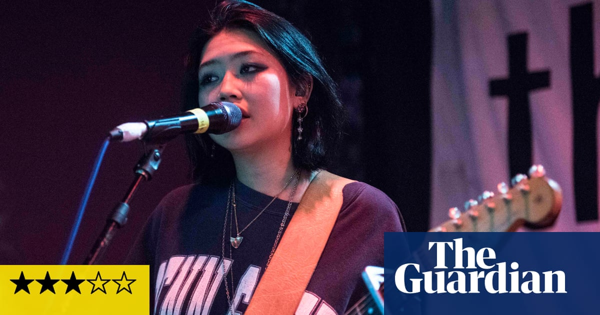 Beabadoobee review – teen star flies the flag for fuzzy 90s indie
