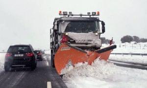 A snowplough on the AP-6 near Madrid