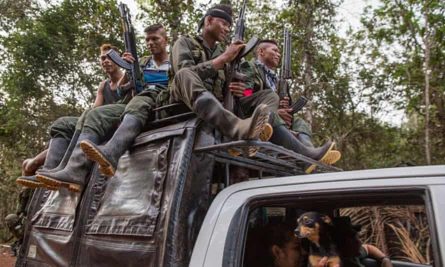 Guerrilla fighters arrive at the conference in El Diamante.