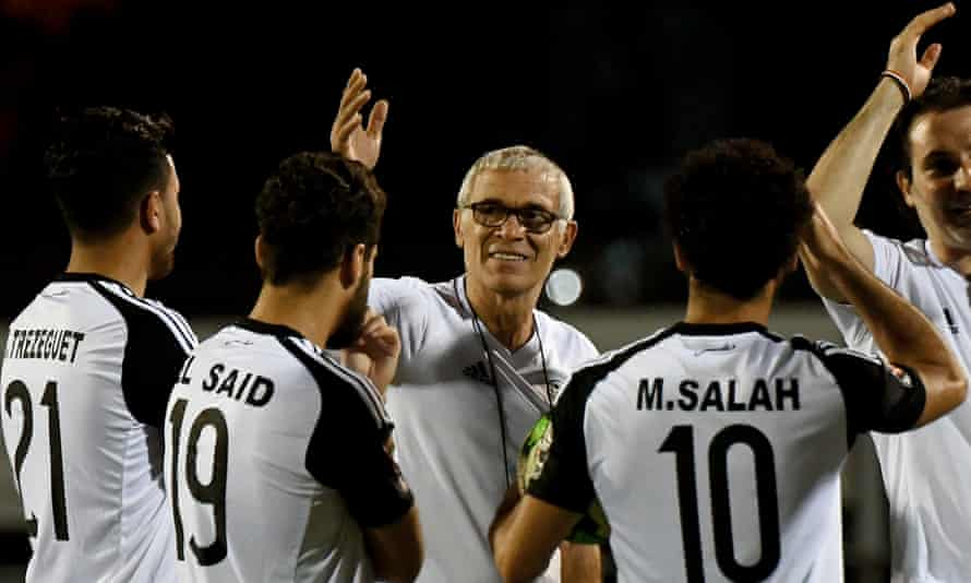 Héctor Cúper makes a point to his Egypt players during a training session at the Africa Cup of Nations in Gabon