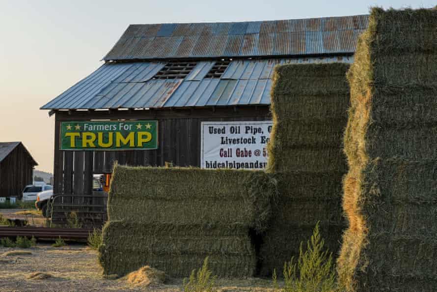 Barn sign says 'farmers for trump'