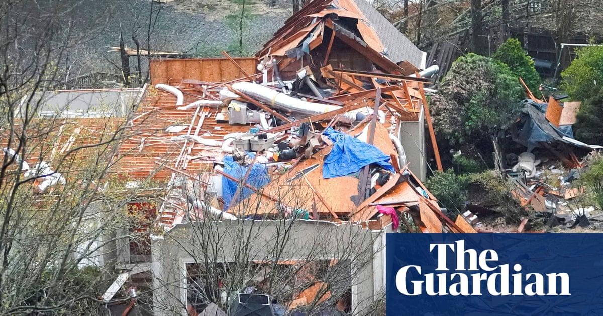 Alabama tornado destroys homes and leaves several dead