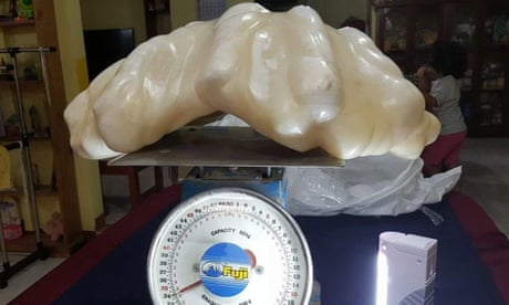 Fisherman hands in giant pearl he kept under the bed for 10 years