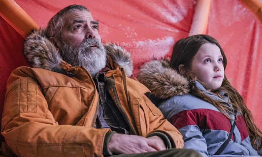 George Clooney and Caoilinn Springall in The Midnight Sky.