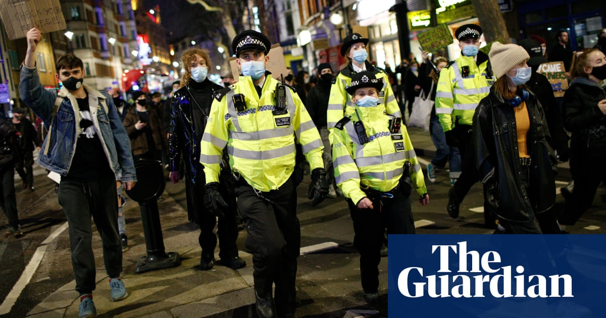 Unacceptable to let police criminalise protesters, say MPs and peers