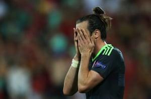 Gareth Bale isn't enjoying the second half.