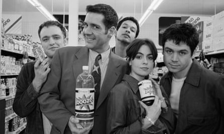 Supermarket sweep: the writer's band Sleeper with presenter Dale Winton on the video shoot for their single Inbetweener in 1995. From left: Stewart, Winton, Diid Osman, Louise Wener and Andy Maclure
