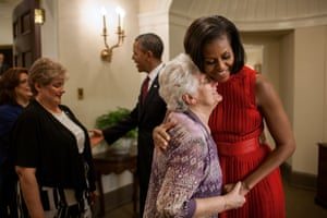 The Obamas greet the family of Specialist Leslie H. Sabo, Jr outside the Oval Office