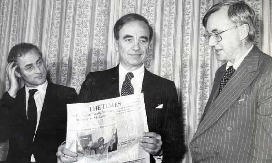 Harold Evans, left, at a press conference after Rupert Murdoch, centre, won ownership of the Times and Sunday Times, in 1981. On the right is William Rees-Mogg, whom Evans succeeded as editor of the Times.