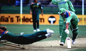 Jonty Rhodes runs out Inzamam-ul-Haq in the 1992 cricket World Cup.