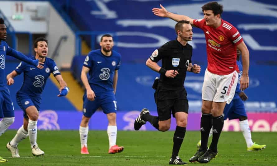 Manchester United's Harry Maguire remonstrates with the referee Stuart Attwell during Sunday's goalless draw.
