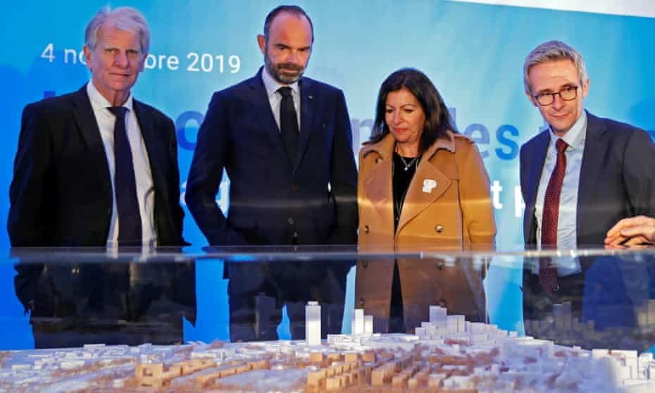 French PM Édouard Philippe and Paris mayor Anne Hidalgo look at an architectural model of the Paris 2024 Olympic Village.