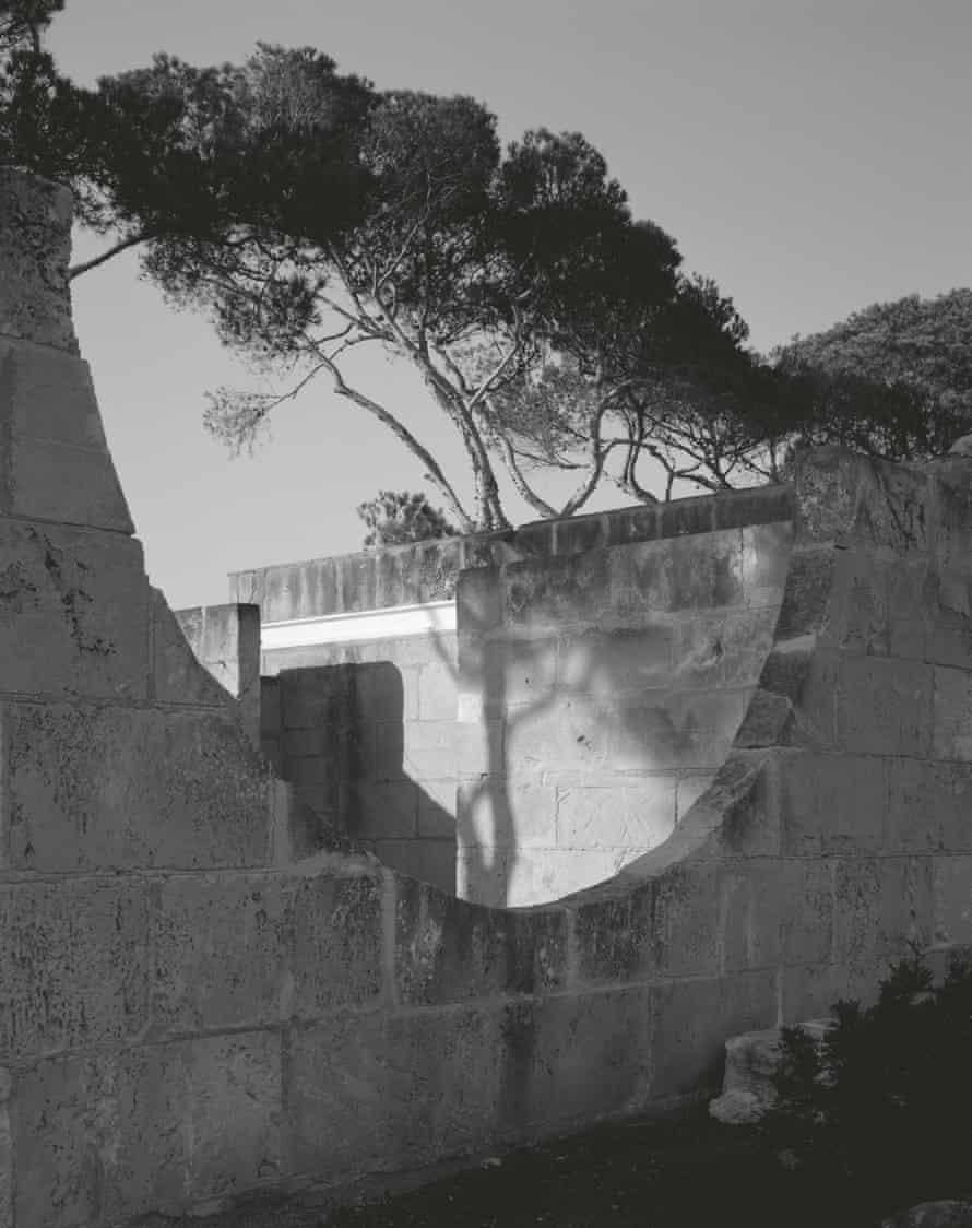 Hélène Binet's image of  Jørn Utzon's house Can Lis, Mallorca, 2019.