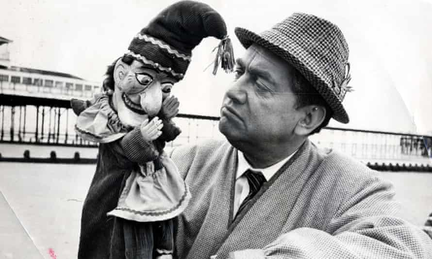 Tony Hancock in The Punch and Judy Man, directed by Jeremy Summers.